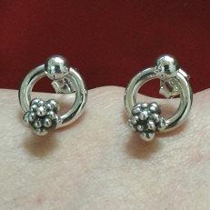 Handgemaakte zilveren oorstekers El verano