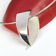 Handgemaakte zilveren hanger La fuerza ontworpen en gemaakt in goudsmidsatelier Flamenco