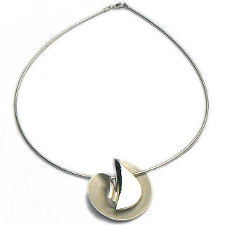 Zilveren ketting met grote gescratschte design hanger