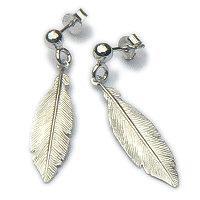 Zilveren oorstekers met veren hangers