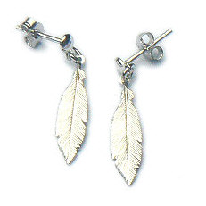 Zilveren oorstekers veren