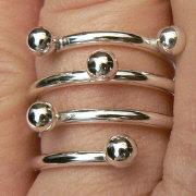 Handgemaakte zilveren ring met ballen van flamencosieraden.nl