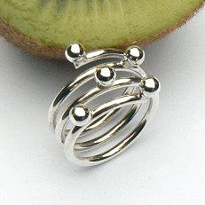 Handgemaakte zilveren design ring met ballen