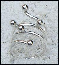 Handgemaakte zilveren design ring met ballen van goudsmidsatelier Flamenco