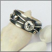 Handgemaakte zilveren ring met goud en zirkonia Flower Power van flamencosieraden.nl