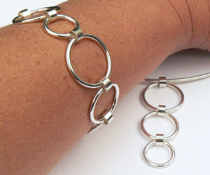 Handgemaakte zilveren armband en set Feliz van flamencosieraden.nl
