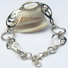 Handgemaakte zilveren armband Luna van flamencosieraden.nl