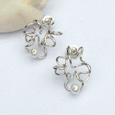 Handgemaakte zilveren oorstekers El rio blanco van flamencosieraden.nl