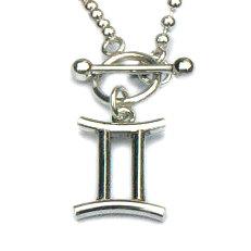 Handgemaakte zilveren ketting met sterrenbeeld hanger Tweelingen aan kapittelslot