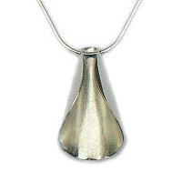 Handgemaakte zilveren design hanger Agua viva van flamencosieraden.nl