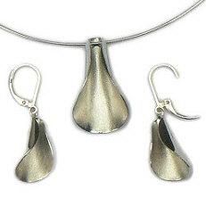 Handgemaakte zilveren set Agua viva van flamencosieraden.nl