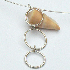 Handgemaakt zilveren collier met 3 ringen