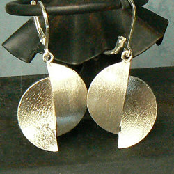 Handgemaakte zilveren oorhangers Diferencia van flamencosieraden.nl