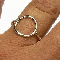 Show handgemaakte zilveren ring pareldraad met cirkel