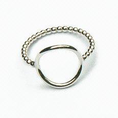 Mooie handgemaakte zilveren ring pareldraad met cirkel