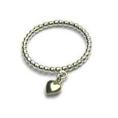 Handgemaakte zilveren pareldraad ring met 14 krt. geelgouden hartje