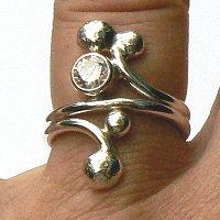 Detail handgemaakte zilveren design ring Chispa van flamencosieraden.nl