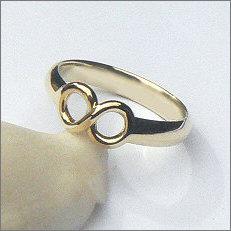 Handgemaakte gouden infinity ring in opdracht
