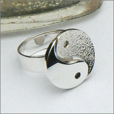 Handgemaakte zilveren Yin Yang ring in opdracht
