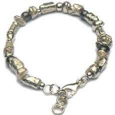 Handgemaakte zilveren armband Rocas van flamencosieraden.nl