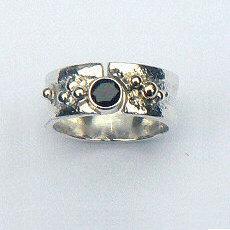 Handgemaakte zilveren ring Luna van flamencosieraden.nl