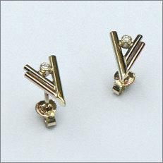 Handgemaakte gouden oorstekers in opdracht
