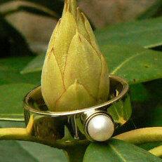 Handgemaakte gouden ring in opdracht