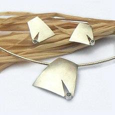 Handgemaakte zilveren hanger met oorstekers Claro que sí!