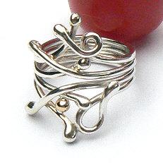 Handgemaakte zilveren ring met goud Pitiuse van goudsmidsatelier Flamenco