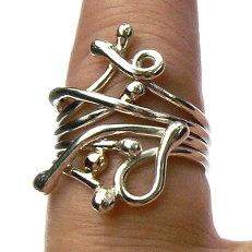 Handgemaakte zilveren ring met goud Pitiuse van flamencosieraden.nl