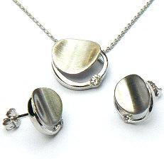 Zilveren hanger met ketting en oorstekers
