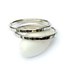 Zilveren ringen om aan te schuiven bewerkt