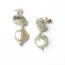 Handgemaakte zilveren oorstekers Perla mia van flamencosieraden.nl