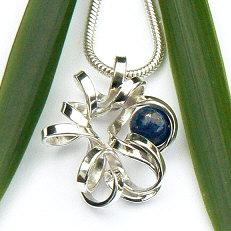 Handgemaakte zilveren hanger El camino met lapis lazuli
