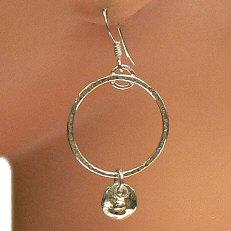 Handgemaakte zilveren oorhangers met goud Poco de oro