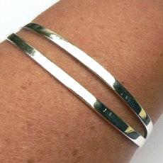 Zilveren spang armband detail