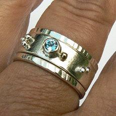 Handgemaakte zilveren ring met topaas en goud Sueño en 2 aanschuifringen